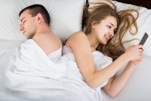 warning signs of an online affair